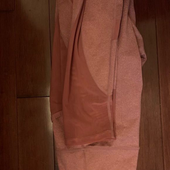 Pink gym shark leggings with mesh pockets/details